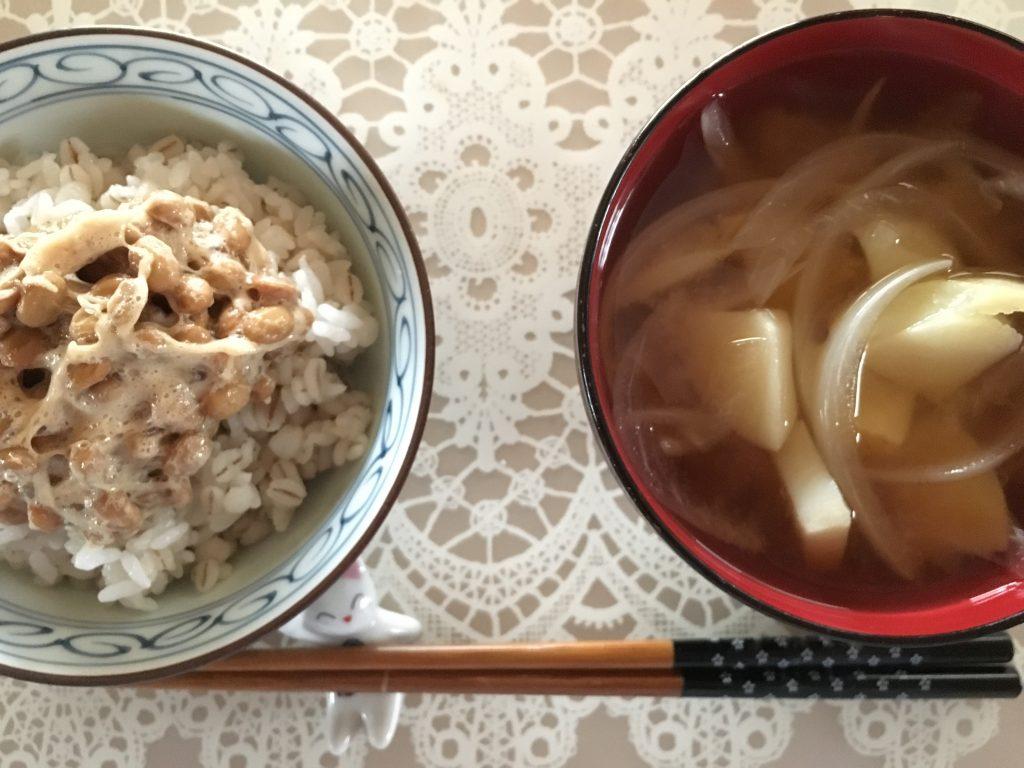 毎朝、安定の納豆ご飯とみそ汁