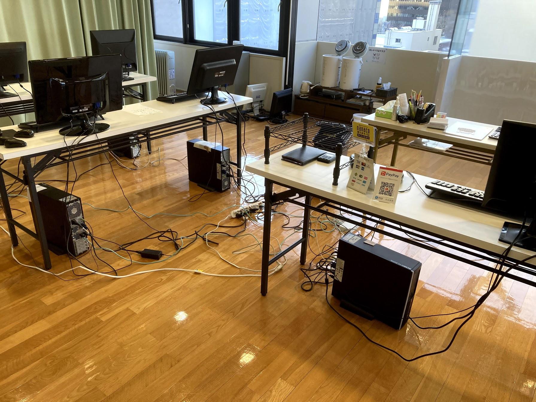 工事中は8階の第2スタジオを仮設事務所に。対策本部みたいな状況でした(苦笑)