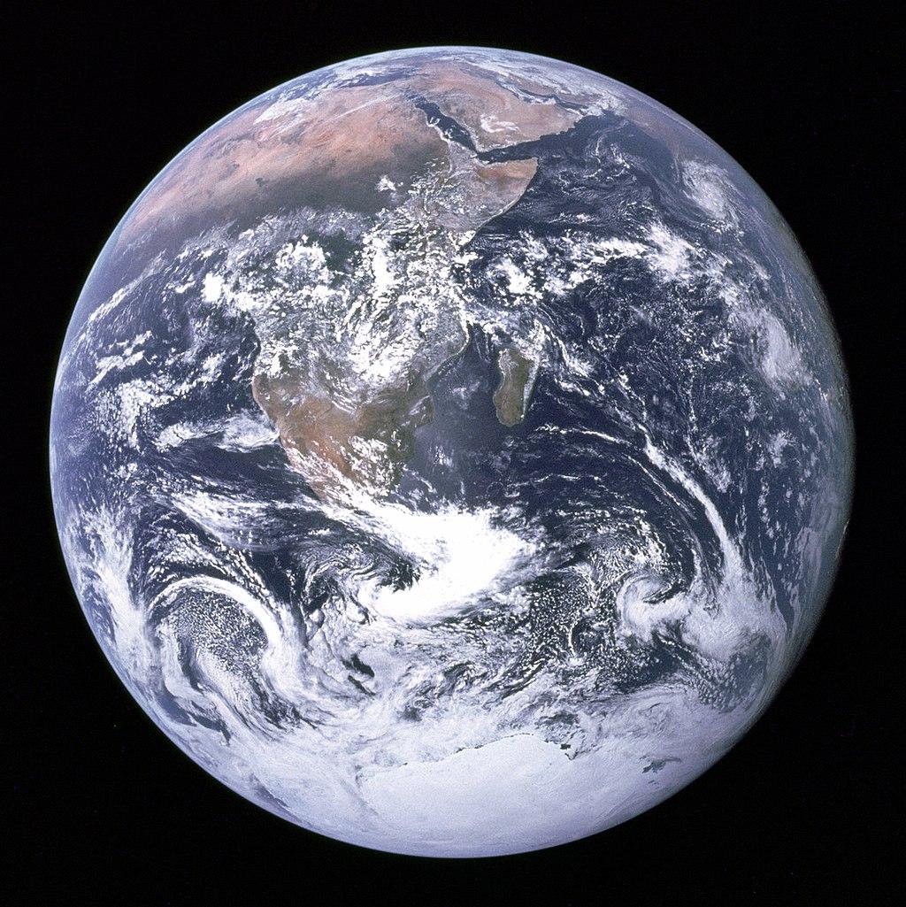 アポロ17号から撮った地球 フリー百科事典『ウィキペディア(Wikipedia)』「地球」から